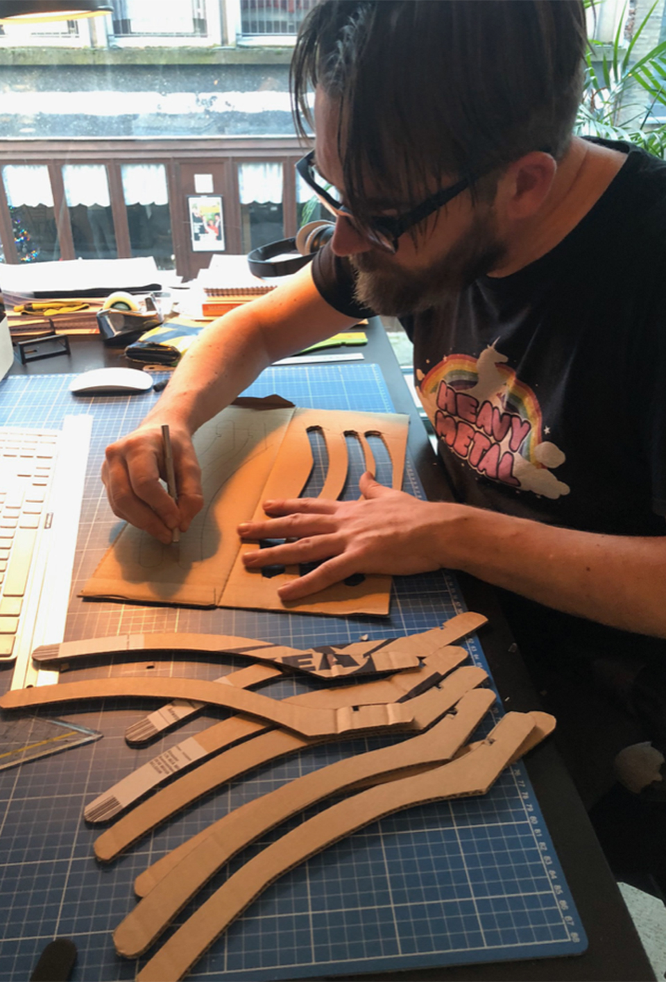 Stijn Wens cutting the cardboard